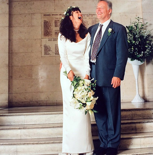 Today Polly Samson Wife And Writing Partner Of Pink Floyds David Gilmour Tweeted A Photo The Two On Their Wedding Day Decades Ago